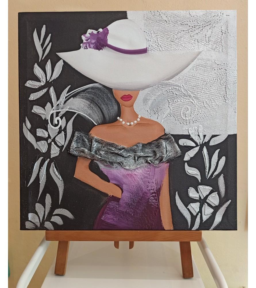 Mujer con pamela blanca